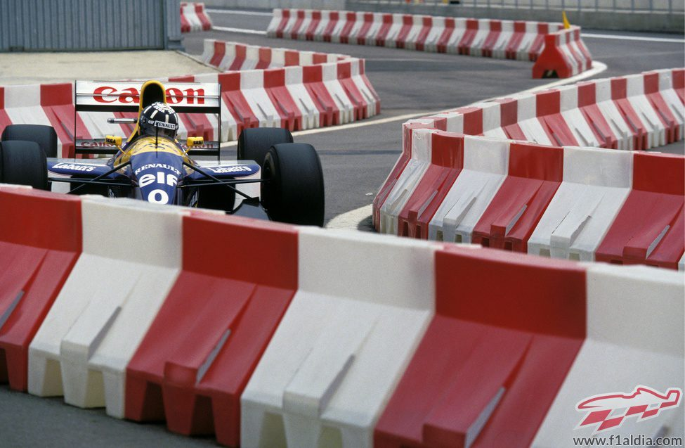 Damon Hill entra a boxes
