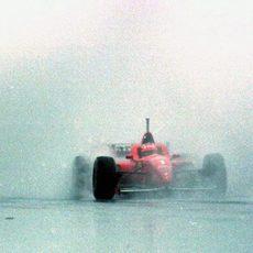 1996: Schumacher gana en el diluvio