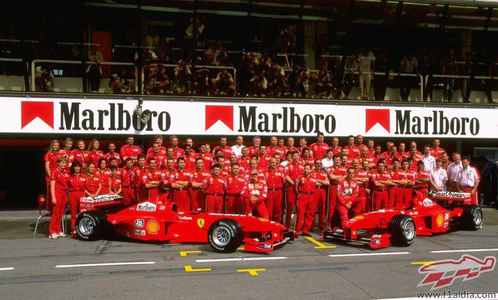 Ferrari posa en pleno en Montmeló