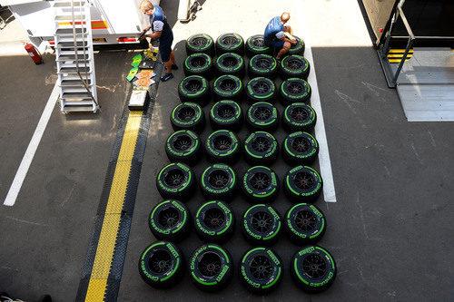 Los neumáticos intermedios también viajan al GP de España 2015