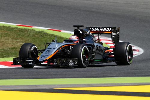 Nico Hülkenberg trazando una curva del Circuit de Barcelona-Catalunya