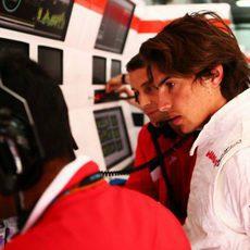 Roberto Merhi ha tenido que seguir trabajando en su coche