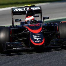 Jenson Button con problemas de frenos