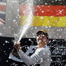 Nico Rosberg logra su primera victoria en la temporada 2015 de F1