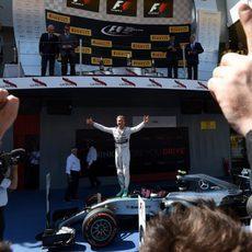 Nico Rosberg se sube a su W06