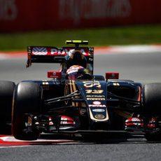 Pastor Maldonado rueda con daños en su E23