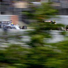 Maldonado lucha rueda a rueda con Massa