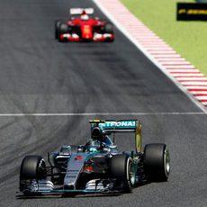 Nico Rosberg lidera la carrera desde el incio