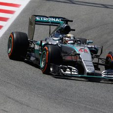 Lewis Hamilton maximiza su ritmo con neumáticos duros
