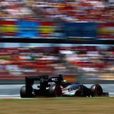 Sergio Pérez remonta hasta la 13ª posición