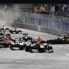 2012: Webber lidera, choque en los puestos delanteros