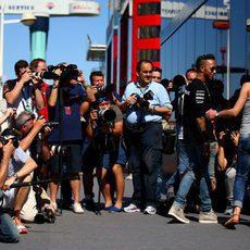 Todos pendientes de Lewis Hamilton