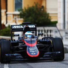 Fernando Alonso enfila Mirabeau