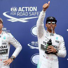Lewis Hamilton salta de alegría al lograr la pole en Mónaco