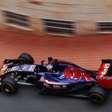Max Verstappen subiéndose a los pianos de Mónaco