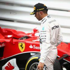 Lewis Hamilton pierde la carrera al hacer un 'pit-stop' extra