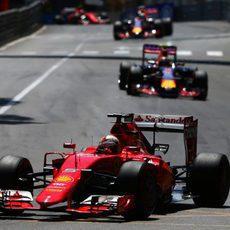 Sebastian Vettel amplía su ventaja con los Red Bull