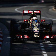 Romain Grosjean rueda con los neumáticos 'option'