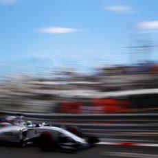 Felipe Massa se acerca a los muros del trazado de Mónaco