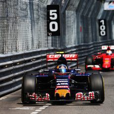 Carlos Sainz logra terminar en la zona de puntos