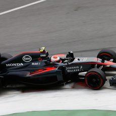 Jenson Button tuvo un problema de caja de cambios en los L1