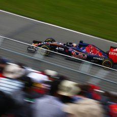 Max Verstappen sigue el programa de Toro Rosso