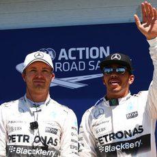 Lewis Hamilton y Nico Rosberg comparten fila en parrilla