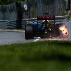 Romain Grosjean tocando el muro