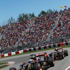 Romain Grosjean y Pastor Maldonado salen a la vez a marcar tiempo
