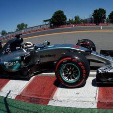 Lewis Hamilton luchará por la victoria desde la pole