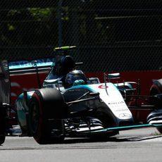 El W06 de Nico Rosberg salta en los pianos