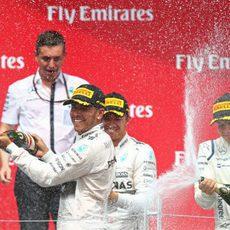 Celebraciones en el podio de Hamilton, Rosberg y Bottas