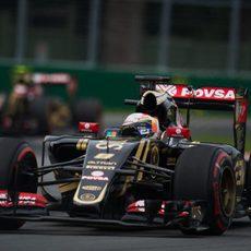 Romain Grosjean por delante de su compañero de equipo