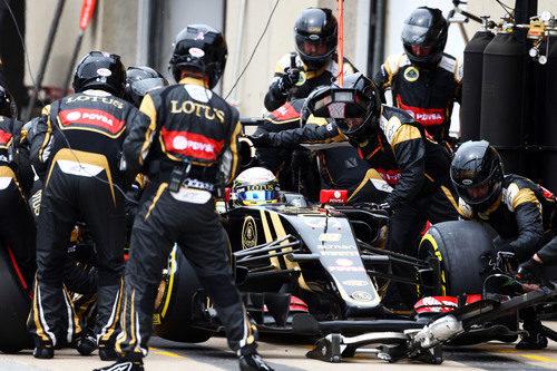Parada de Romaín Grosjean para montar el compuesto blando