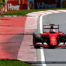 Sebastian Vettel se acerca a los muros del trazado Gilles Villeneuve