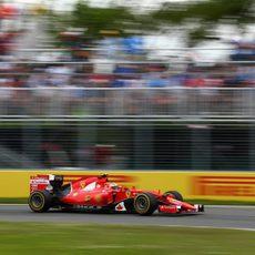 Kimi Räikkönen impone su ritmo con neumáticos blandos
