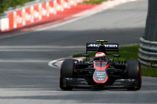Jenson Button afronta la carrera con varias sanciones