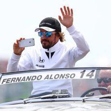 Fernando Alonso en el driver's parade de Canadá