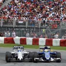 Felipe Massa adelantando a Marcus Ericsson
