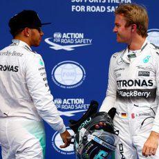 Nico Rosbrg y Lewis Hamilton dominan la primera fila