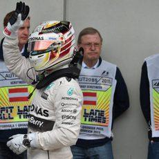 Lewis Hamilton se dirige a la zona de pesaje una vez acabada la seisón