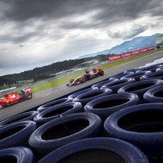 Max Verstappen y Kimi Raikkonen durante los L3