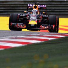 Daniel Ricciardo trata de máximizar el rendimiento del RB11