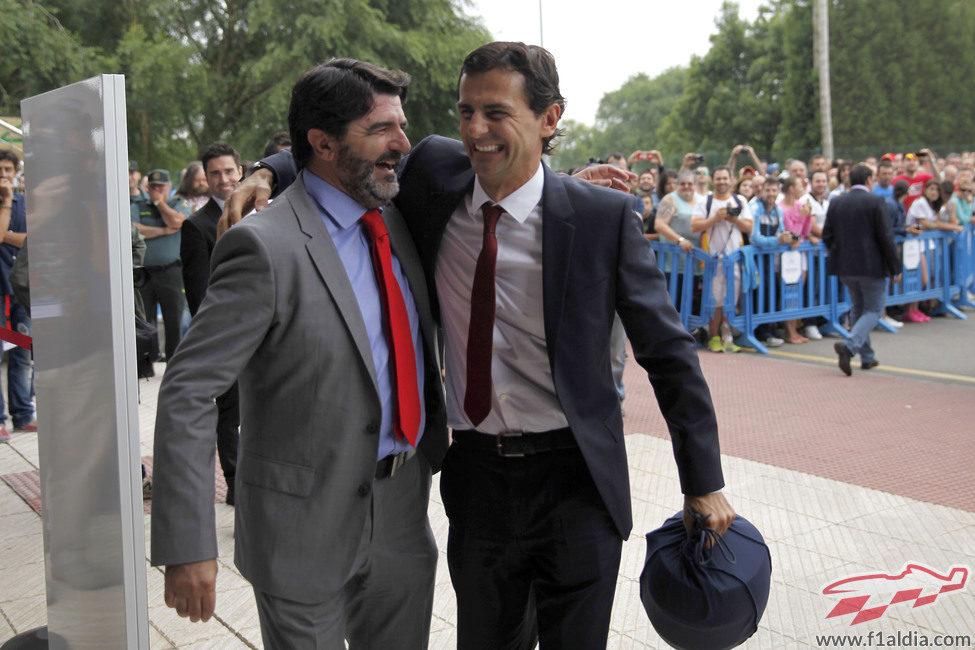 Pedro Martínez de la Rosa abraza a Luis García Abad