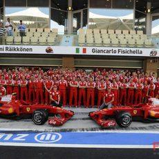 Foto de equipo de Ferrari en el GP de Abu Dhabi 2009