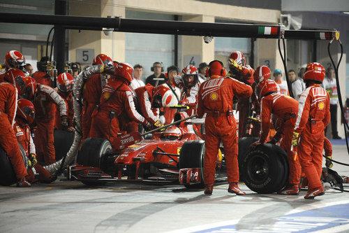 Räikkönen hace una parada en el GP de Abu Dhabi 2009