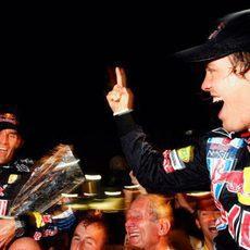 Webber y Vettel a hombros