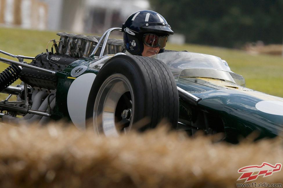 Damon Hill con un Lotus 49