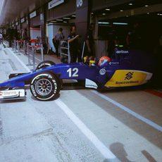 Felipe Nasr saliendo del garaje