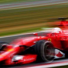 Sebastian Vettel vuela en el trazado de Silverstone